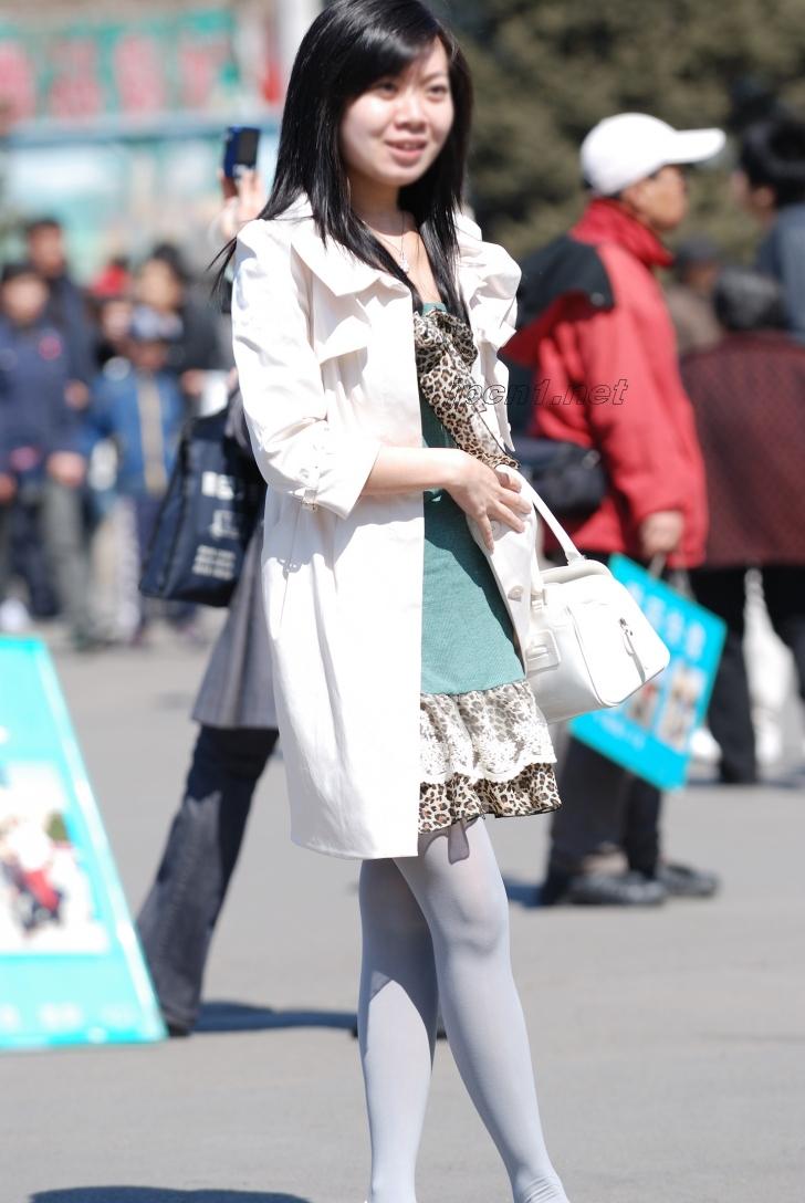 豹 纹 美 女  白丝白衣豹纹裙-下-13P 街拍第一站全网原创独发!