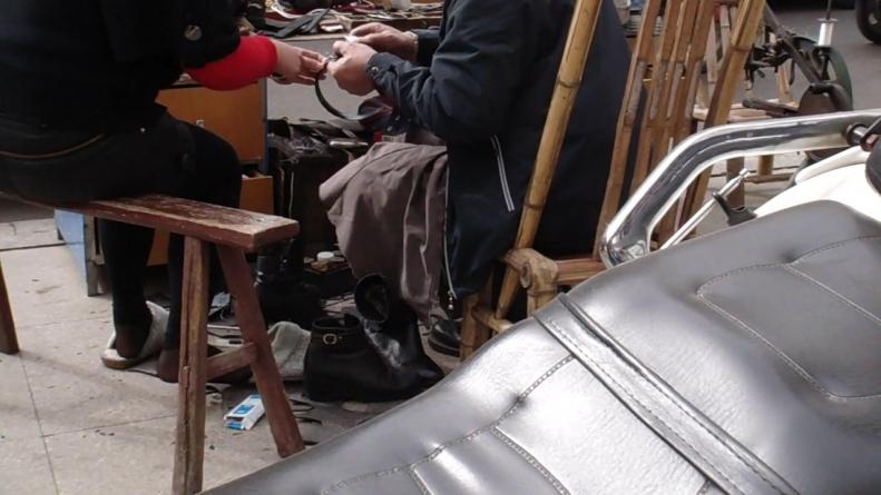 修 鞋 擦 鞋  cctvb出品 修鞋摊的诱惑之 SHU FU  黑 丝 1(9P) 街拍第一站全网原创独发!