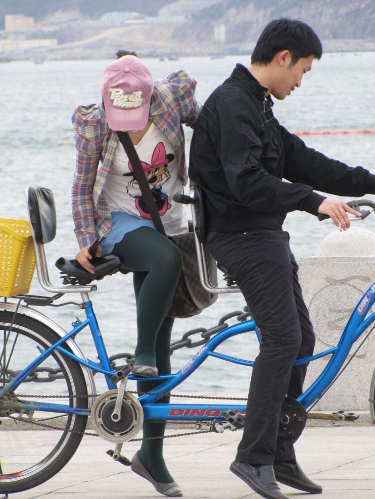 彩 丝 美 女  单车绿丝 美 女 耍姿势 (13P) 街拍第一站全网原创独发!