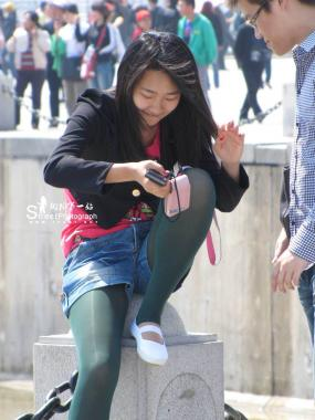 彩 丝 美 女  大 学 生  绿 丝 袜 (6P) 街拍第一站全网原创独发!