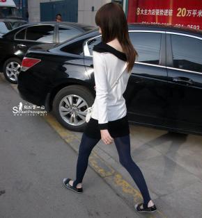 彩丝美女  [拍美瞬间]蓝丝黑短裙黑平底鞋[10P] 街拍第一站全网原创独发!