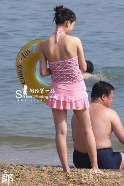 泳 装 美 女  【郎之作】海边系列 穿粉嫩泳装的粉嫩MM【7P】 街拍第一站全网原创独发!