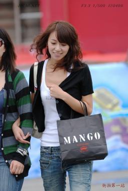 平底帆布  新购白色MANGO背心、黑色小外套、白平底瓢鞋、牛仔裤-5P 街拍第一站全网原创独发!