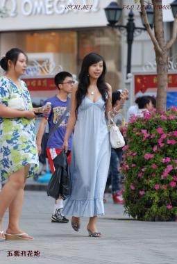 事业线型  低XIONG 连衣裙、手链、白包-10P 街拍第一站全网原创独发!