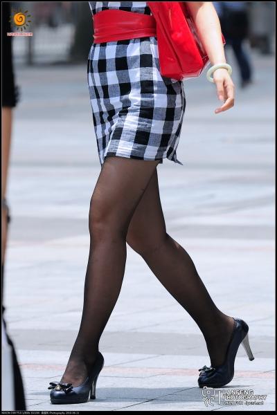 蓝风街拍  【蓝风510】黑白方格连衣裙,  黑 丝 黑高(8P) 街拍第一站全网原创独发!