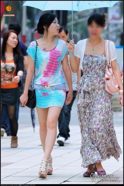 蓝风街拍  【蓝风512】圆领幻彩连衣 短裙, 裸腿厚底 高跟凉鞋(10P) 街拍第一站全网原创独发!