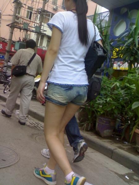 街 拍 棉 袜  2010年9月 小妹热裤裸腿棉袜 (13P) 街拍第一站全网原创独发!