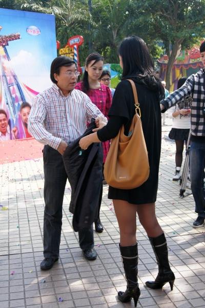 丝 袜 美 足  【cuicui1221】多P!好想看她黑靴下的长腿 丝 足 【16P】 街拍第一站全网原创独发!