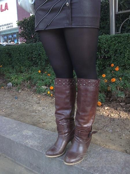 皮裤长靴  【如影随形】短裙黑丝长靴熟妇(6P) 街拍第一站全网原创独发!