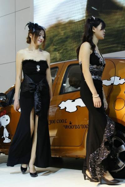 事业线型  2010长沙车展,整理XIONG 衣准备上场的靓丽车模们(7p) 街拍第一站全网原创独发!