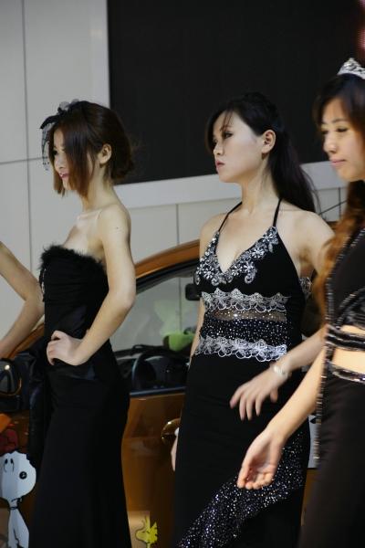 早期街拍作品  2010长沙车展,车模走秀,修身长裙,她是很有味道的(6p) 街拍第一站全网原创独发!
