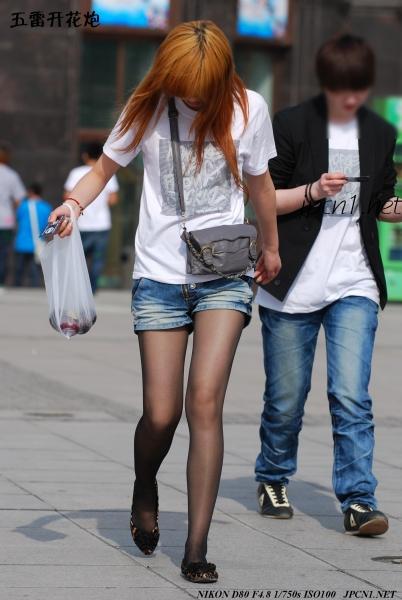 豹 纹 美 女  单反016-豹纹平底鞋、 黑 丝 、牛铒短裤、白T恤-A-19P 街拍第一站全网原创独发!