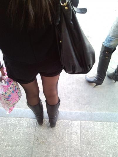 皮裤长靴  站台前等车的黑丝长靴 街拍第一站全网原创独发!
