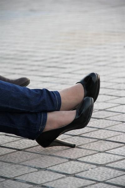 丝袜美足  近拍!少女装、黑高肉丝美脚(17P) 街拍第一站全网原创独发!