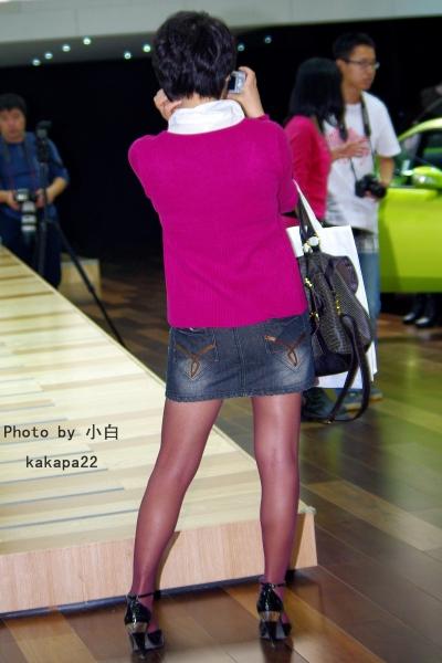 彩 丝 美 女  【小白原创】展会杂耍-红丝拍照女孩-5P 街拍第一站全网原创独发!
