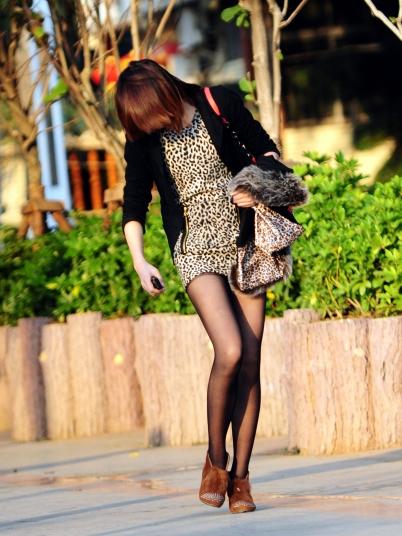 豹纹美女  [pedestrian]春日扫街黑丝高跟豹纹连衣裙(6P) 街拍第一站全网原创独发!