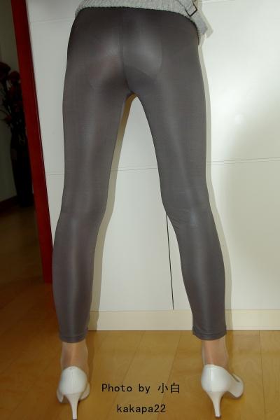 皮裤长靴  【小白原创】女孩灰色仿皮裤-丰满-6P 街拍第一站全网原创独发!