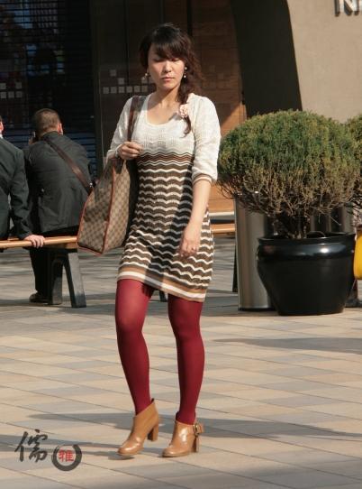 彩丝美女  儒雅之拍在北京飘絮的春天~红丝与黑丝的组合(12P) 街拍第一站全网原创独发!