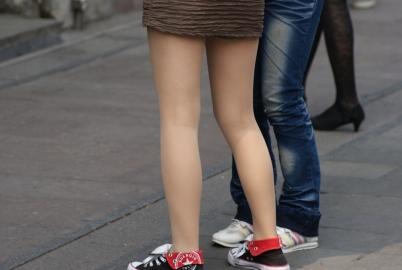 学生妹  肉丝 学生妹  腿苗条街拍 帆布鞋~~【11P】 街拍第一站全网原创独发!