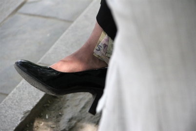 丝袜美足  [重口味B]熟妇的丝足味道十足之修改贴(12P) 街拍第一站全网原创独发!