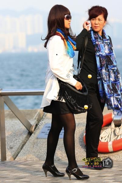 香港街拍  【1520系列 - 第二百四十七辑】 黑超黑絲女士 ..... (6P) 街拍第一站全网原创独发!
