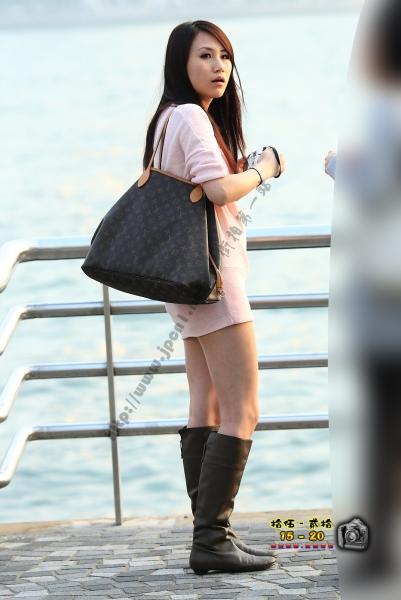 香港街拍  【1520系列 - 第二百四十九辑】 粉紅裙女孩 GF機找人拍照 ..... (16P) 街拍第一站全网原创独发!