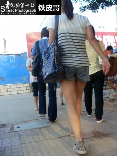 学 生 妹  [铁皮哥] 回敬小M---帆布鞋裸腿 学 生  MM【10P】 街拍第一站全网原创独发!