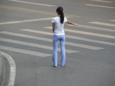 学 生 妹  【女大 学 生  】贴身运动裤下,长腿,翘TUN 、内痕【13P】 街拍第一站全网原创独发!