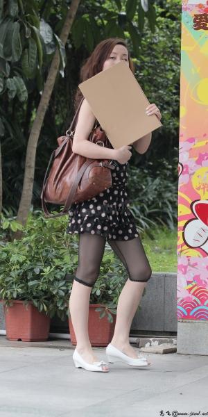 kofeezhao街拍  kofeezhao-白色波点黑色套裙 黑色七分 丝 袜 裤[14P] 街拍第一站全网原创独发!