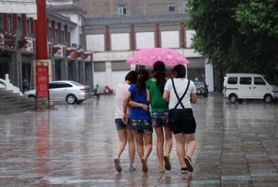 学 生 妹  [zhaoabcd]雨中四个短裤中 学 生  小妹----[10P] 街拍第一站全网原创独发!