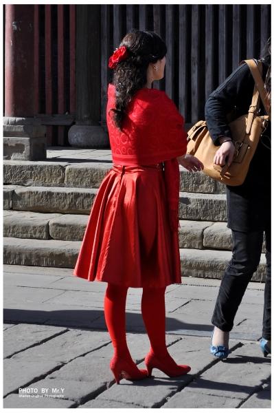 彩丝美女  【第99页纸】- 红衣红丝红鞋.新娘子的一天(12p) 街拍第一站全网原创独发!