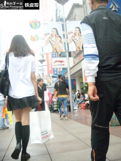 学生妹  [铁皮哥] 日系校服超短裙到膝黑丝学生妹!很sao有没有!【11P】 街拍第一站全网原创独发!
