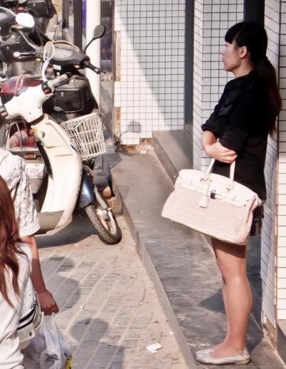 平底帆布  肉色 丝 袜  合集,还有一张裸腿白色帆布鞋(7p) 街拍第一站全网原创独发!