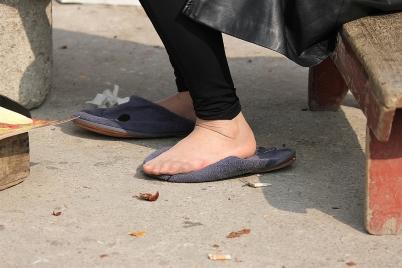 修鞋擦鞋  修鞋摊上的超薄肉丝奇遇!(10P) 街拍第一站全网原创独发!