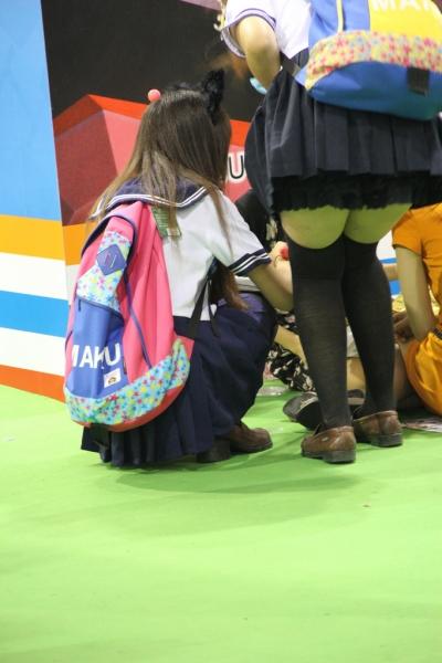 学生妹  发传单的两个统袜MM,学生制服,统袜边缘很诱惑1-20P 街拍第一站全网原创独发!