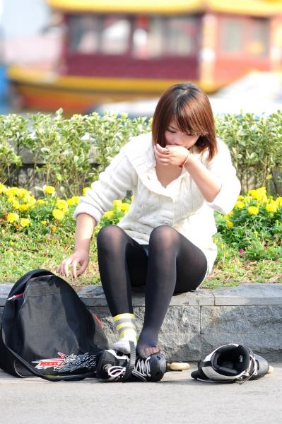 街 拍 棉 袜  为啥在穿旱冰鞋之前要在 丝 袜 外面套一双棉袜啊?[8P] 街拍第一站全网原创独发!