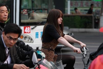 魅丽瞬间  【JSH】20111020豹纹洋妞骑单车[9P] 街拍第一站全网原创独发!