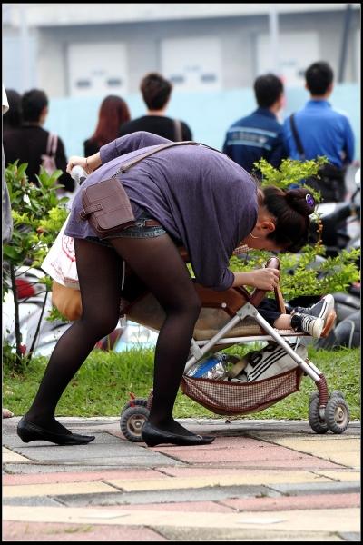 云游四方街拍  让人眼前一亮的的热裤, 黑 丝  少 妇 !【16P】 街拍第一站全网原创独发!