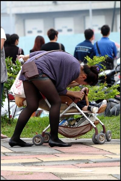 云游四方街拍  让人眼前一亮的的热裤,黑丝少妇!【16P】 街拍第一站全网原创独发!
