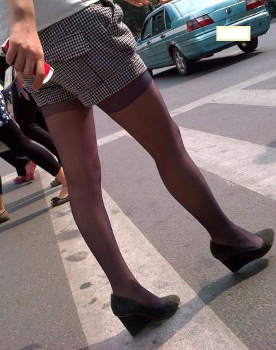 个 性 坡 跟  2011年10月 格子短裤紫丝坡跟鞋  (7P) 街拍第一站全网原创独发!