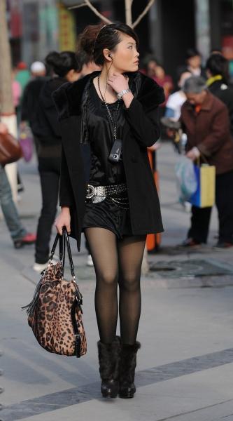 最佳身材  春季街拍---高挑线条黑丝短裙绒靴妹妹(6P) 街拍第一站全网原创独发!