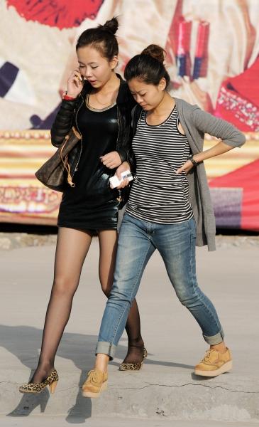 最佳身材  秋季街拍---皮衣短裙黑丝高跟妹妹(12P) 街拍第一站全网原创独发!