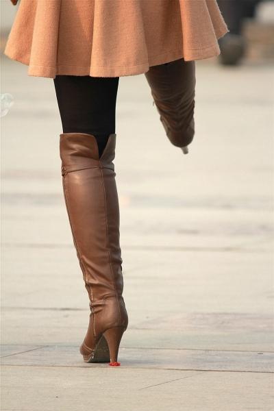 皮裤长靴  少妇修长身材配长靴!(12P) 街拍第一站全网原创独发!