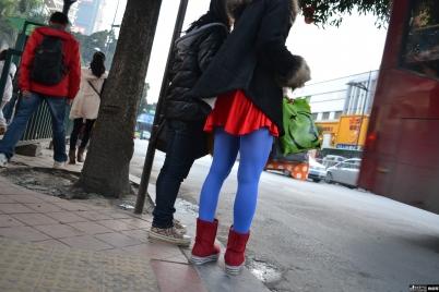 彩丝美女  【铁皮哥】蓝丝红色超短裙美眉上楼梯,精彩大家懂的!(下)【20P】 街拍第一站全网原创独发!