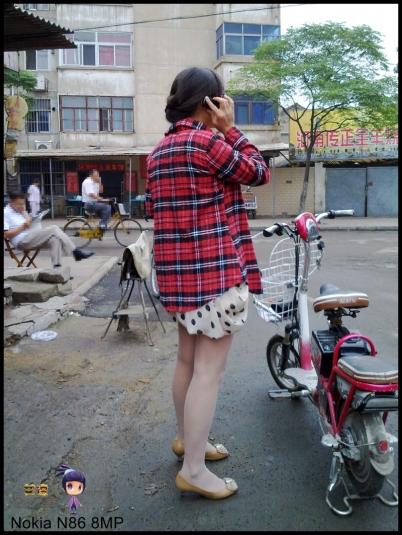 修 鞋 擦 鞋  艾德 -- 少 妇 篇之修鞋的 肉 丝 花裙--{16P} 街拍第一站全网原创独发!