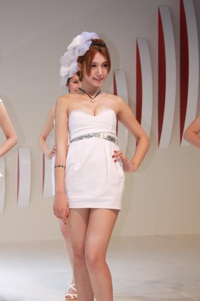 事业线型  【99原创】青岛国际车展--白衣美XIONG 、甜美模特 12P 街拍第一站全网原创独发!