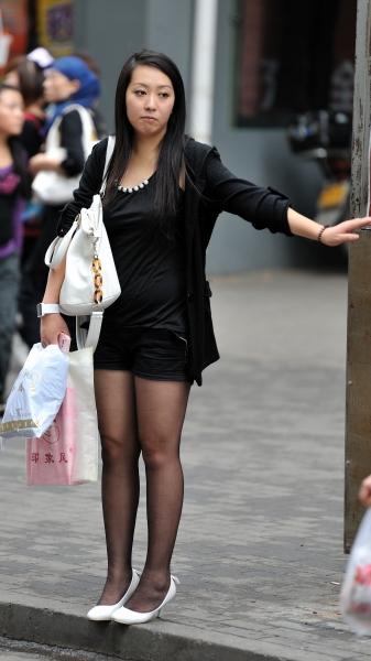 冰山暖儿街拍  秋季街拍---等车黑丝热裤高跟丰满妹妹(7P) 街拍第一站全网原创独发!