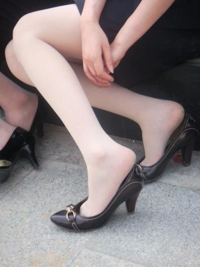 OL 制 服  {高跟百款汇161}--一大街上的风景系列4当OL脱鞋的时候(10P) 街拍第一站全网原创独发!