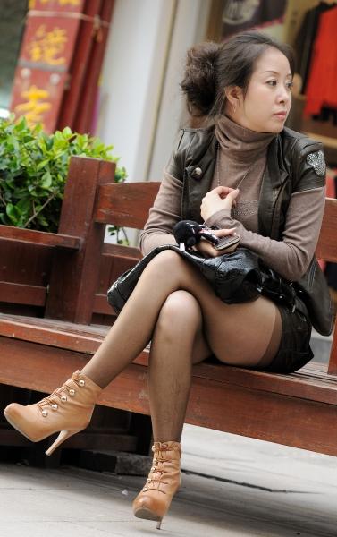 冰山暖儿街拍  秋季街拍---风韵少妇棕色薄丝高跟短靴(全景篇)14P 街拍第一站全网原创独发!