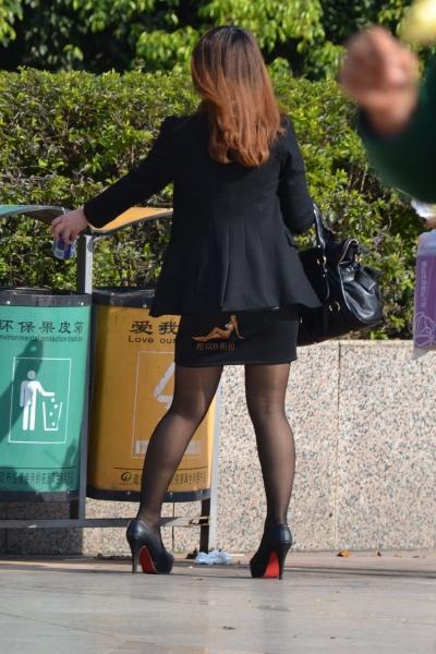 事业线型   黑 丝 低XIONG 礼服超高跟[12P] 街拍第一站全网原创独发!